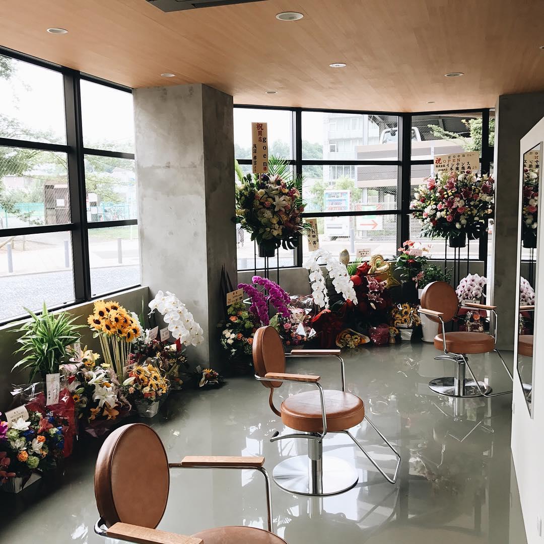 無事にオープン初日を迎える事が出来ました。 皆様のおかげです ありがとうございます!! . #ゴエン #goen #美容室 #hairsalon #インテリア #interior #センター北 #haircut #Flower #お花